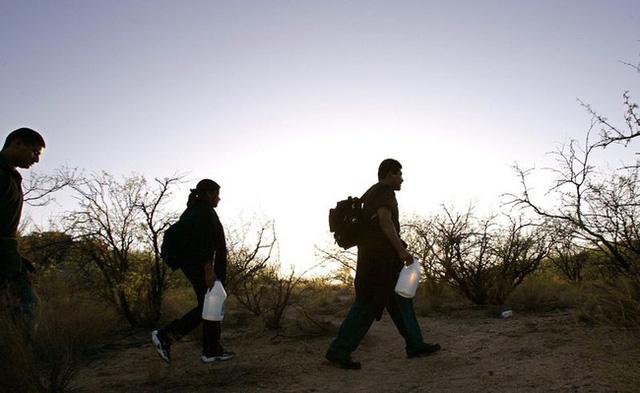 Bi kịch của khủng hoảng di cư toàn cầu: Hàng nghìn ngôi mộ vô danh, thi thể chất chồng nơi biên giới và người thân đợi chờ đến tuyệt vọng - Ảnh 4.