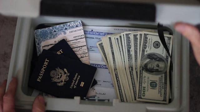Không phải những kẻ buôn người, toàn cầu hóa mới là thủ phạm biến hộ chiếu thành loại hàng hóa phổ biến - Ảnh 3.