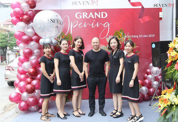 Ông chủ đứng sau chuỗi Seven.AM: Từ gương mặt quen thuộc của màn ảnh đến người nắm trong tay 24 cửa hàng thời trang nữ - Ảnh 1.