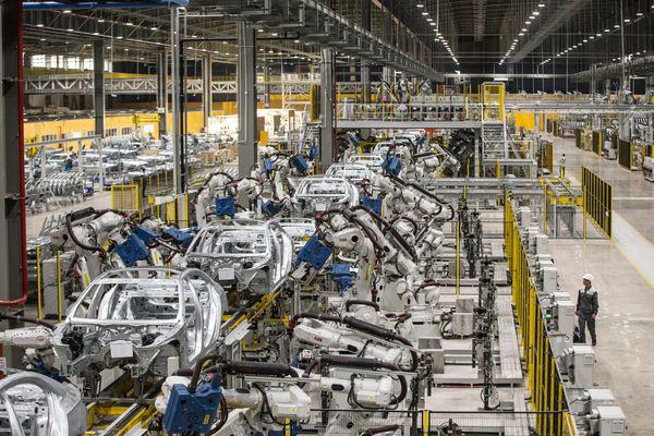 Tỷ phú Phạm Nhật Vượng tiết lộ tham vọng to lớn cùng Vinfast: Chấp nhận lỗ trong 5 năm, sẽ đặt cược 2 tỷ USD tiền túi để bán xe cho cả người Mỹ vào năm 2021 - Ảnh 2.