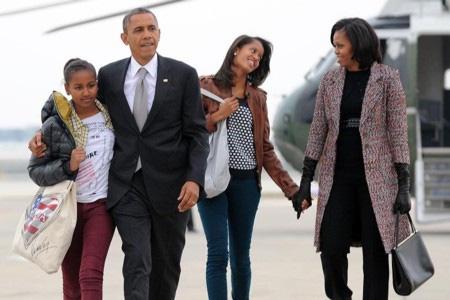 Cách nuôi dậy hai cô con gái đáng ngưỡng mộ của bà Michelle Obama - Ảnh 1.