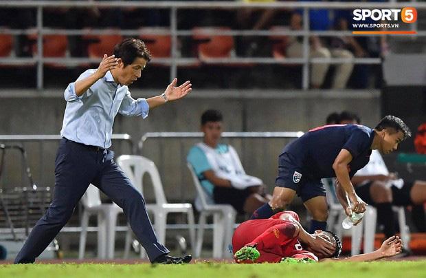 Góc lý giải: Luật nào khiến ông Park Hang-seo trở thành HLV đầu tiên của bóng đá Việt Nam phải nhận thẻ đỏ? - Ảnh 6.