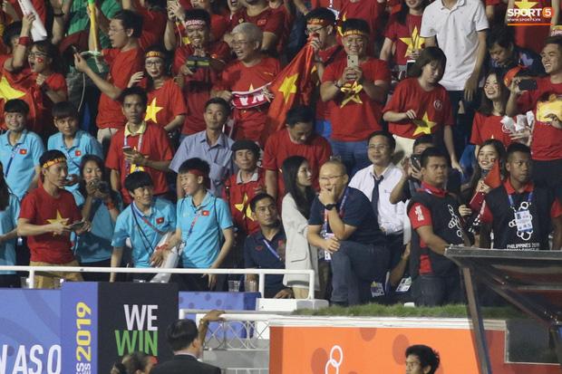 Góc giận dữ: HLV Park Hang-seo bị giam trong đường hầm, gào thét mà không được ra ngoài xem U22 Việt Nam thi đấu - Ảnh 4.