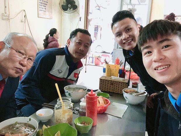 5 món ăn Việt Nam được HLV Park Hang-seo yêu thích nhất: Ai ngờ thầy còn thích cả… nước mắm và cơm nắm muối vừng - Ảnh 4.