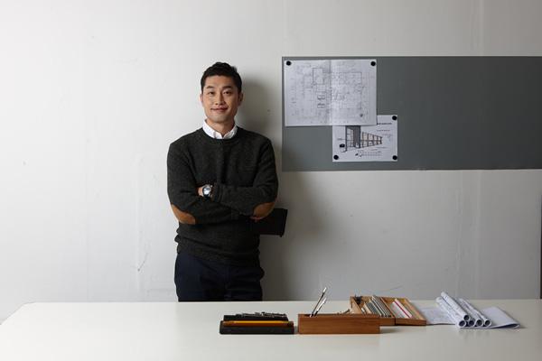 Bỏ làm kiến trúc sư chuyển sang buôn mỹ phẩm, người đàn ông trở thành tỷ phú đôla ở tuổi 43 - Ảnh 1.