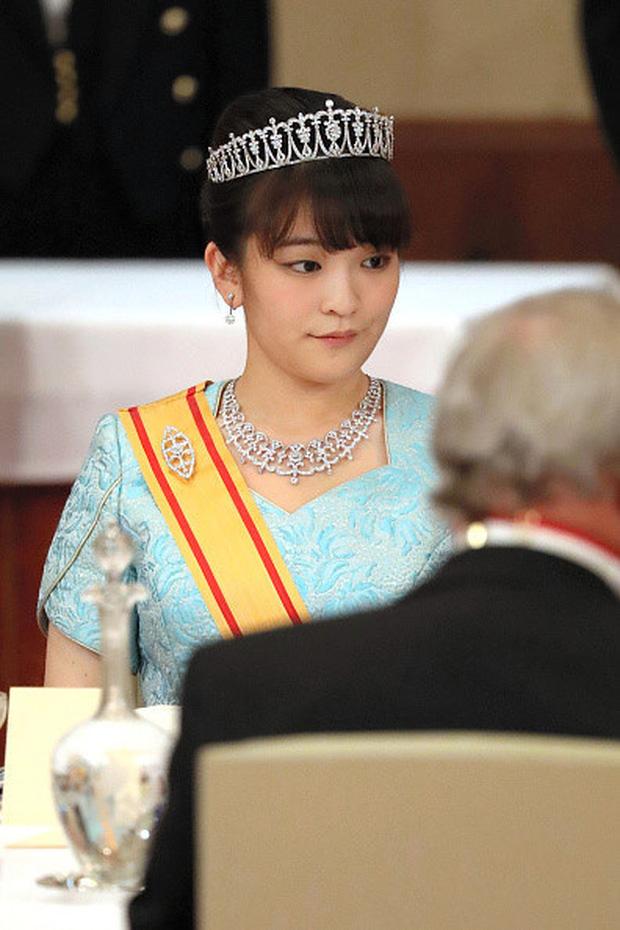 Hai công chúa Nhật Bản hiếm hoi đi dự sự kiện cùng nhau: Người tươi vui rạng rỡ, người trầm lặng gượng cười - Ảnh 4.
