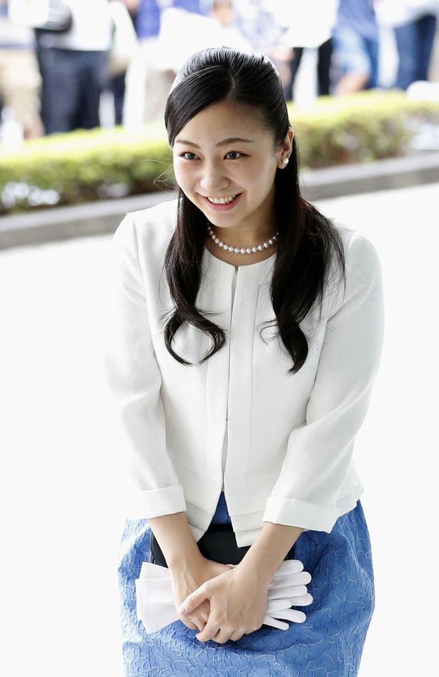 Hai công chúa Nhật Bản hiếm hoi đi dự sự kiện cùng nhau: Người tươi vui rạng rỡ, người trầm lặng gượng cười - Ảnh 5.