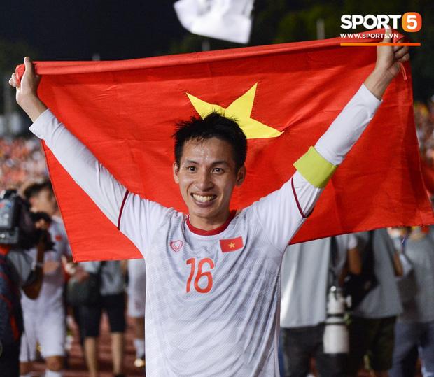 Tiền vệ Hùng Dũng: Năm nay tôi rất thành công nhưng Quang Hải mới xứng đáng đoạt Quả bóng vàng! - Ảnh 2.