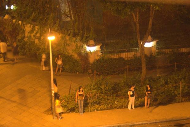 Chuyện về ngành công nghiệp sex Singapore: Bán dâm hợp pháp và vòng luẩn quẩn lách luật của những cô gái đứng đường không còn lựa chọn - Ảnh 1.