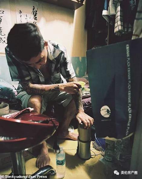 Những bức ảnh phơi bày cuộc sống của người có thu nhập thấp ở Hàn Quốc: Nghẹt thở trong những căn phòng ốc sên chỉ vỏn vẹn 4,6 mét vuông - Ảnh 16.
