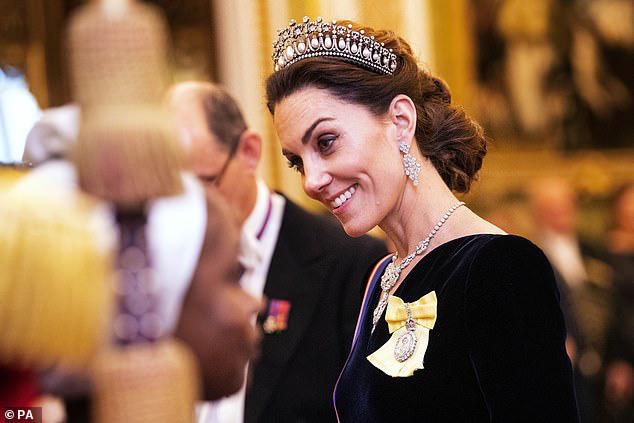 Công nương Kate ngày càng mang khí chất của một Hoàng hậu trong tương lai, khác một trời một vực so với hình ảnh bị chê bai cách đây 4 năm - Ảnh 4.