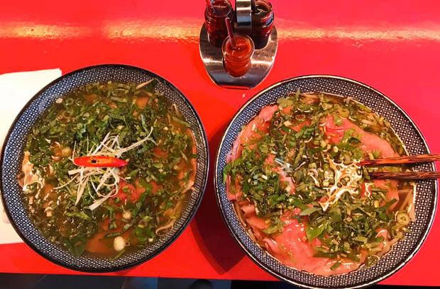 Review đồ ăn Việt ở nước ngoài: hoa quả vừa đắt lại vừa hiếm, các món bún phở giá cao ngất ngưởng mà chất lượng thì hên xui - Ảnh 6.