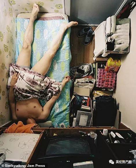 Những bức ảnh phơi bày cuộc sống của người có thu nhập thấp ở Hàn Quốc: Nghẹt thở trong những căn phòng ốc sên chỉ vỏn vẹn 4,6 mét vuông - Ảnh 6.