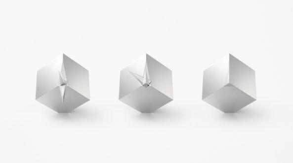 Chiếc đồng hồ với thiết kế cực dị cứ đúng 12 giờ là biến thành khối lập phương, trị giá hơn 1 tỉ đồng - Ảnh 1.