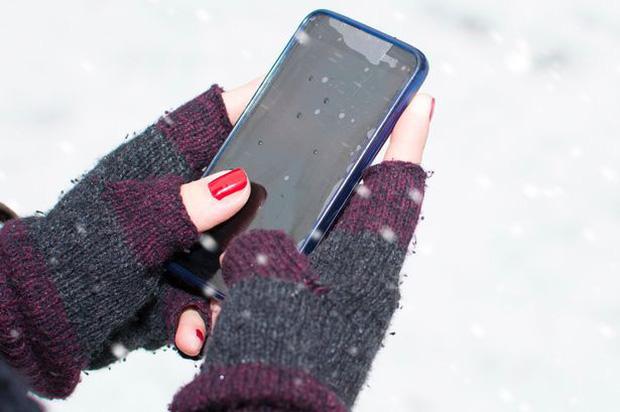 Vì sao cứ mùa đông là pin điện thoại lao dốc ầm ầm? Đừng đổ lỗi, tất cả là ý trời hết rồi - Ảnh 2.