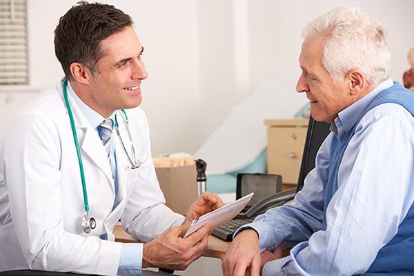 Dành cho bệnh nhân ung thư: Bỏ túi bộ câu hỏi chuẩn dành hỏi bác sĩ khi đi điều trị - Ảnh 1.