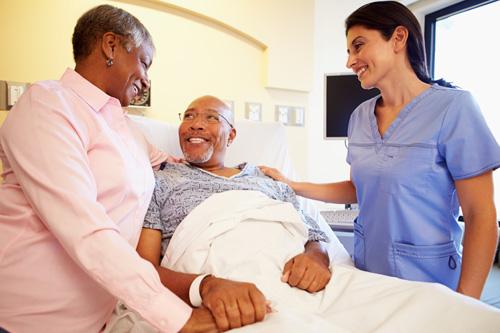 Dành cho bệnh nhân ung thư: Bỏ túi bộ câu hỏi chuẩn dành hỏi bác sĩ khi đi điều trị - Ảnh 2.