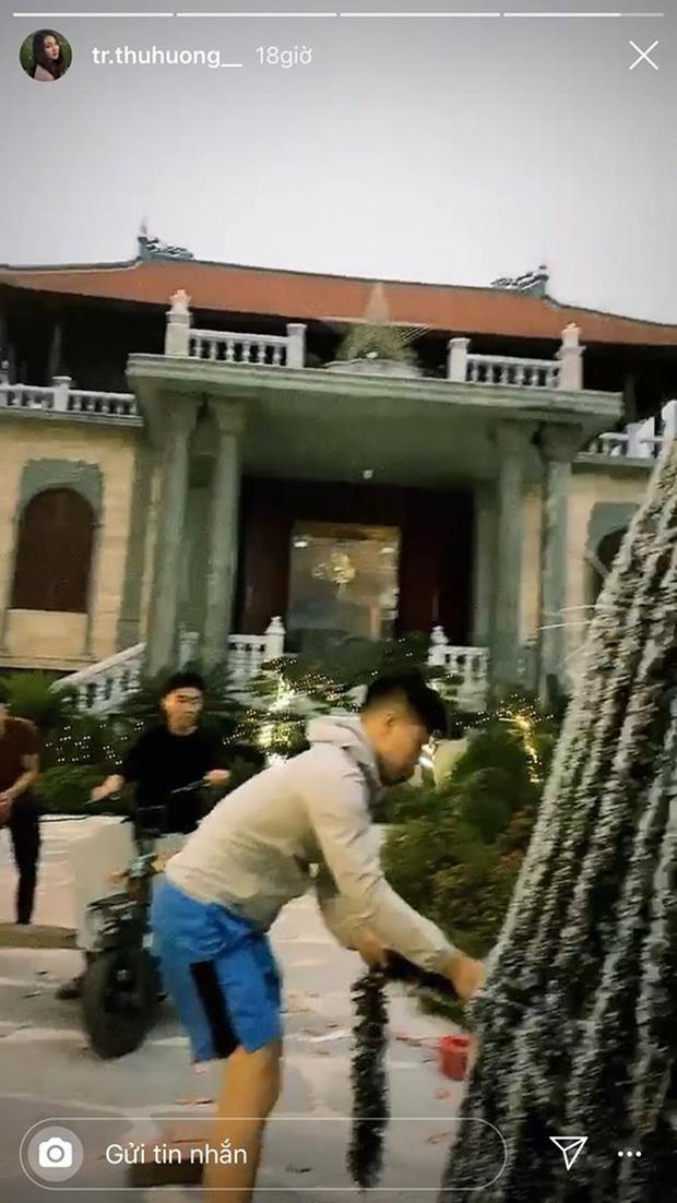Cô dâu 200 cây vàng khoe trang hoàng nhà cửa dịp Giáng sinh, để lộ chỗ ở là biệt phủ siêu to khổng lồ - Ảnh 3.