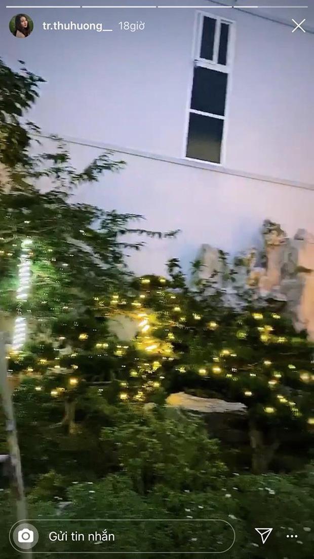 Cô dâu 200 cây vàng khoe trang hoàng nhà cửa dịp Giáng sinh, để lộ chỗ ở là biệt phủ siêu to khổng lồ - Ảnh 4.