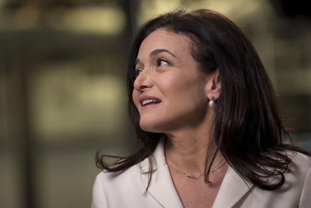 Sheryl Sandberg và một thập kỷ đầy thăng trầm: Từ biểu tượng sáng chói cho phụ nữ trên toàn thế giới đến vụ bê bối dữ liệu chấn động của Facebook - Ảnh 1.