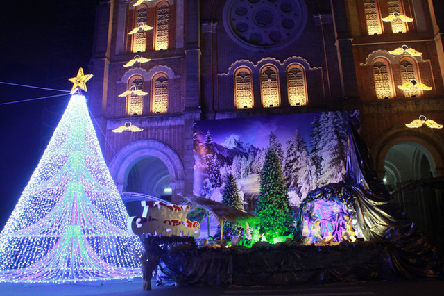 Người Sài Gòn tất bật chuẩn bị chào đón Giáng sinh  - Ảnh 12.