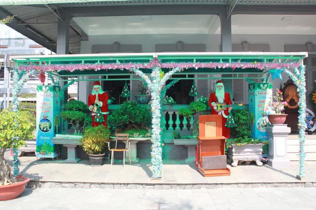 Người Sài Gòn tất bật chuẩn bị chào đón Giáng sinh  - Ảnh 3.