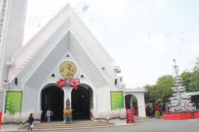 Người Sài Gòn tất bật chuẩn bị chào đón Giáng sinh  - Ảnh 8.