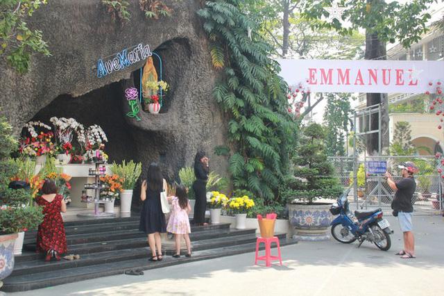 Người Sài Gòn tất bật chuẩn bị chào đón Giáng sinh  - Ảnh 9.