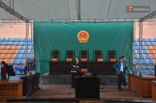 Xét xử thảm án nữ sinh giao gà: Bùi Thị Kim Thu run lẩy bẩy đứng trước vành móng ngựa, liên tục kêu oan - Ảnh 2.