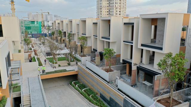 2 khu biệt thự 100 tỉ đồng mỗi căn của giới siêu giàu khu Đông Sài Gòn - Ảnh 2.
