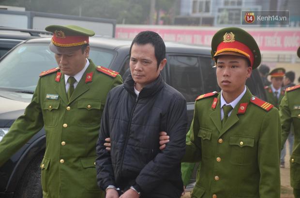 Xét xử thảm án nữ sinh giao gà: Bùi Thị Kim Thu run lẩy bẩy đứng trước vành móng ngựa, liên tục kêu oan - Ảnh 13.