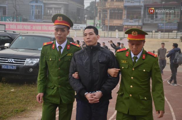 Xét xử thảm án nữ sinh giao gà: Bùi Thị Kim Thu run lẩy bẩy đứng trước vành móng ngựa, liên tục kêu oan - Ảnh 14.