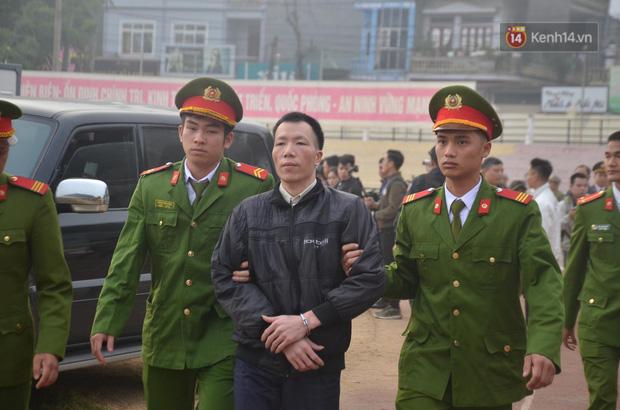 Xét xử thảm án nữ sinh giao gà: Bùi Thị Kim Thu run lẩy bẩy đứng trước vành móng ngựa, liên tục kêu oan - Ảnh 15.