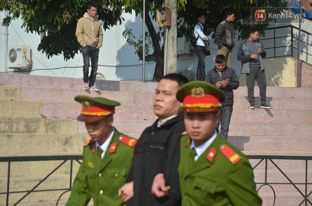 Xét xử thảm án nữ sinh giao gà: Bùi Thị Kim Thu run lẩy bẩy đứng trước vành móng ngựa, liên tục kêu oan - Ảnh 30.