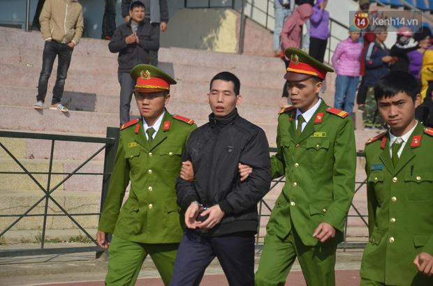Xét xử thảm án nữ sinh giao gà: Bùi Thị Kim Thu run lẩy bẩy đứng trước vành móng ngựa, liên tục kêu oan - Ảnh 33.