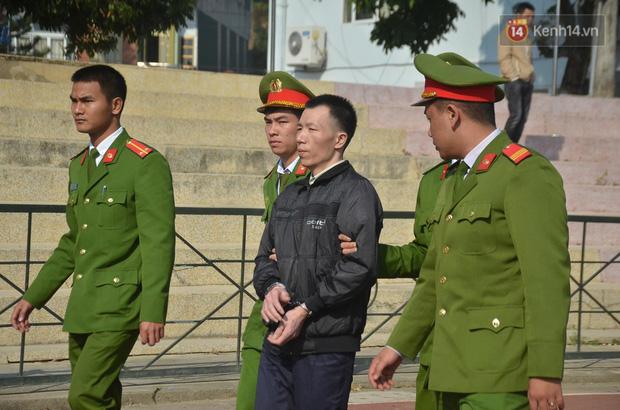 Xét xử thảm án nữ sinh giao gà: Bùi Thị Kim Thu run lẩy bẩy đứng trước vành móng ngựa, liên tục kêu oan - Ảnh 34.