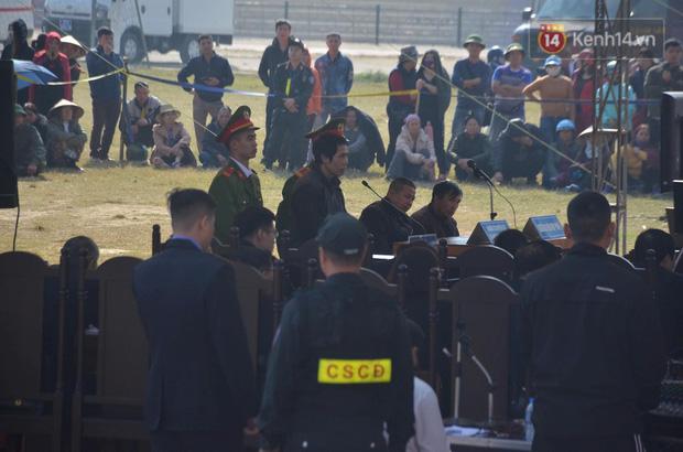 Xét xử thảm án nữ sinh giao gà: Bùi Thị Kim Thu run lẩy bẩy đứng trước vành móng ngựa, liên tục kêu oan - Ảnh 35.