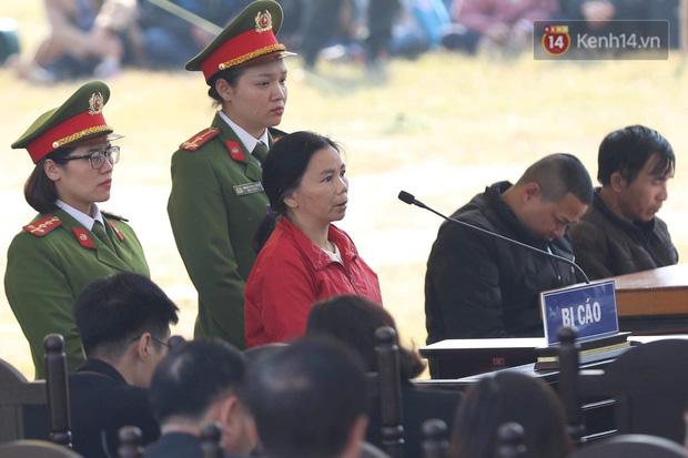 Xét xử thảm án nữ sinh giao gà: Bùi Thị Kim Thu run lẩy bẩy đứng trước vành móng ngựa, liên tục kêu oan - Ảnh 38.