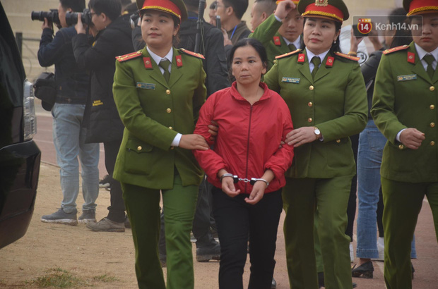 Xét xử thảm án nữ sinh giao gà: Bùi Thị Kim Thu run lẩy bẩy đứng trước vành móng ngựa, liên tục kêu oan - Ảnh 11.