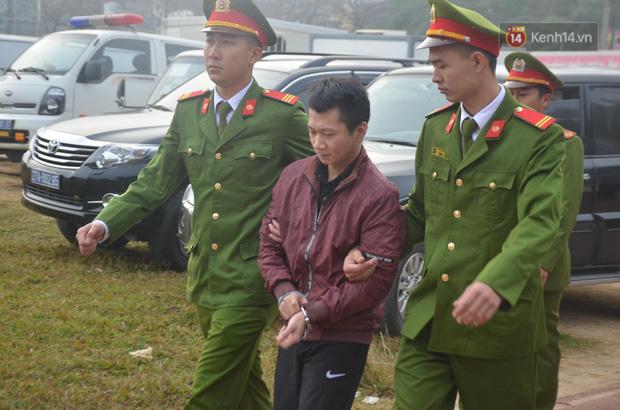Xét xử thảm án nữ sinh giao gà: Bùi Thị Kim Thu run lẩy bẩy đứng trước vành móng ngựa, liên tục kêu oan - Ảnh 12.