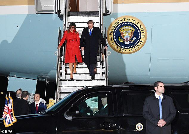 Khoảnh khắc Tổng thống Trump đãng trí, bỏ quên vợ ở phía sau và phản ứng bất ngờ của Đệ nhất phu nhân Mỹ thu hút sự chú ý - Ảnh 4.