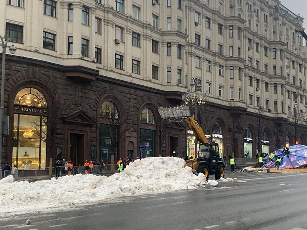 Ấm kỷ lục, thủ đô Moskva dùng tuyết nhân tạo mừng Năm mới - Ảnh 2.