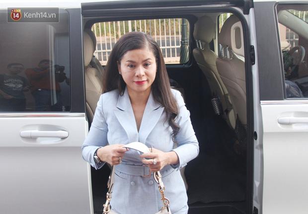 Bà Thảo tiếp tục nói HĐXX đang xử ép, ông Vũ chia sẻ: Cô ấy nói như chồng mình đi ở đợ, đúng luật thì cha mẹ của qua phải được 50% cổ phần - Ảnh 9.