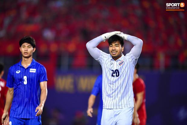 Vì sao U22 Việt Nam được trọng tài cho đá lại quả phạt đền? - Ảnh 3.
