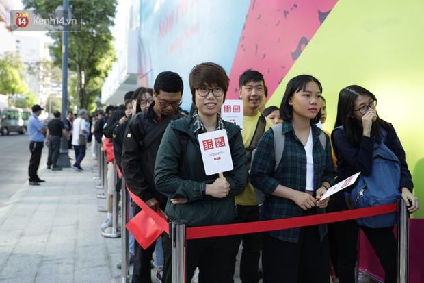 UNIQLO Đồng Khởi chính thức mở cửa, khách trung niên mua ác nhất - Ảnh 3.
