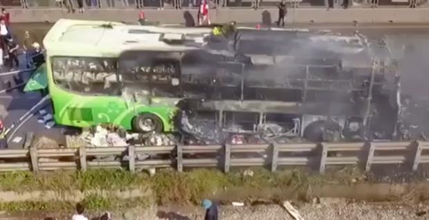 Xe giường nằm cháy dữ dội khi đang chạy, Quốc lộ 1A ách tắc nhiều giờ - Ảnh 7.