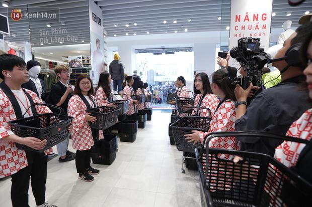 UNIQLO Đồng Khởi chính thức mở cửa, khách trung niên mua ác nhất - Ảnh 8.