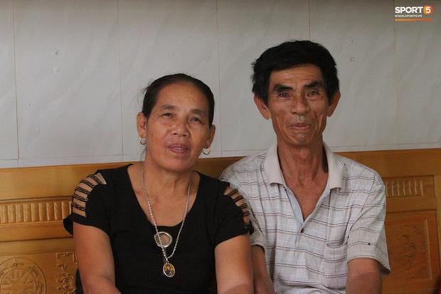 Siêu kình ngư Huy Hoàng khiến mẹ rơi nước mắt trước khi phá kỷ lục SEA Games 30 - Ảnh 2.