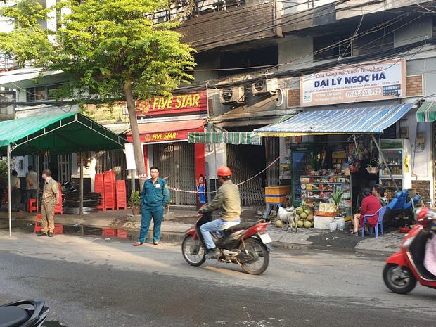 3 người tử vong trong vụ cháy nhà ở Sài Gòn: Nạn nhân nhỏ nhất mới 1 tuổi, căn nhà khoá nhiều ổ nên việc phá cửa gặp nhiều khó khăn - Ảnh 1.