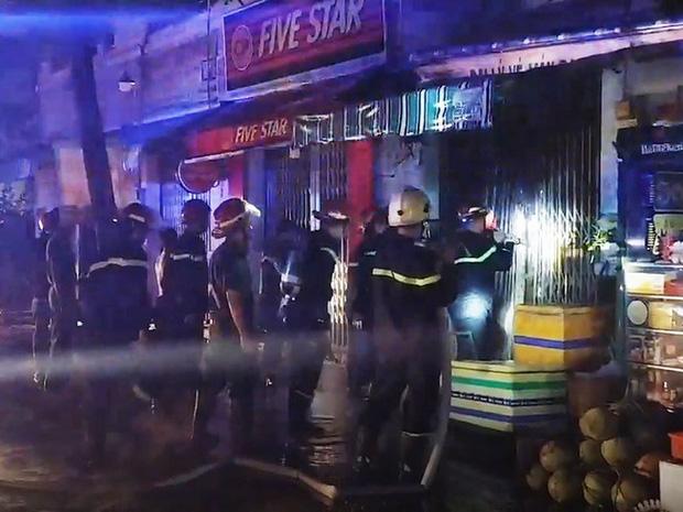 3 người tử vong trong vụ cháy nhà ở Sài Gòn: Nạn nhân nhỏ nhất mới 1 tuổi, căn nhà khoá nhiều ổ nên việc phá cửa gặp nhiều khó khăn - Ảnh 2.